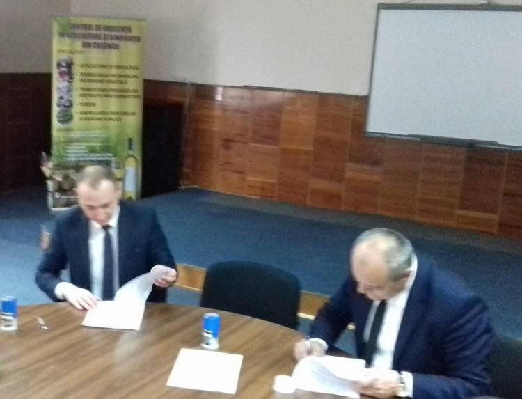 Acord de colaborare semnat de Primăria comunei Stăuceni și Centrul de Excelență în Viticultură și Vinificație din Chișinău