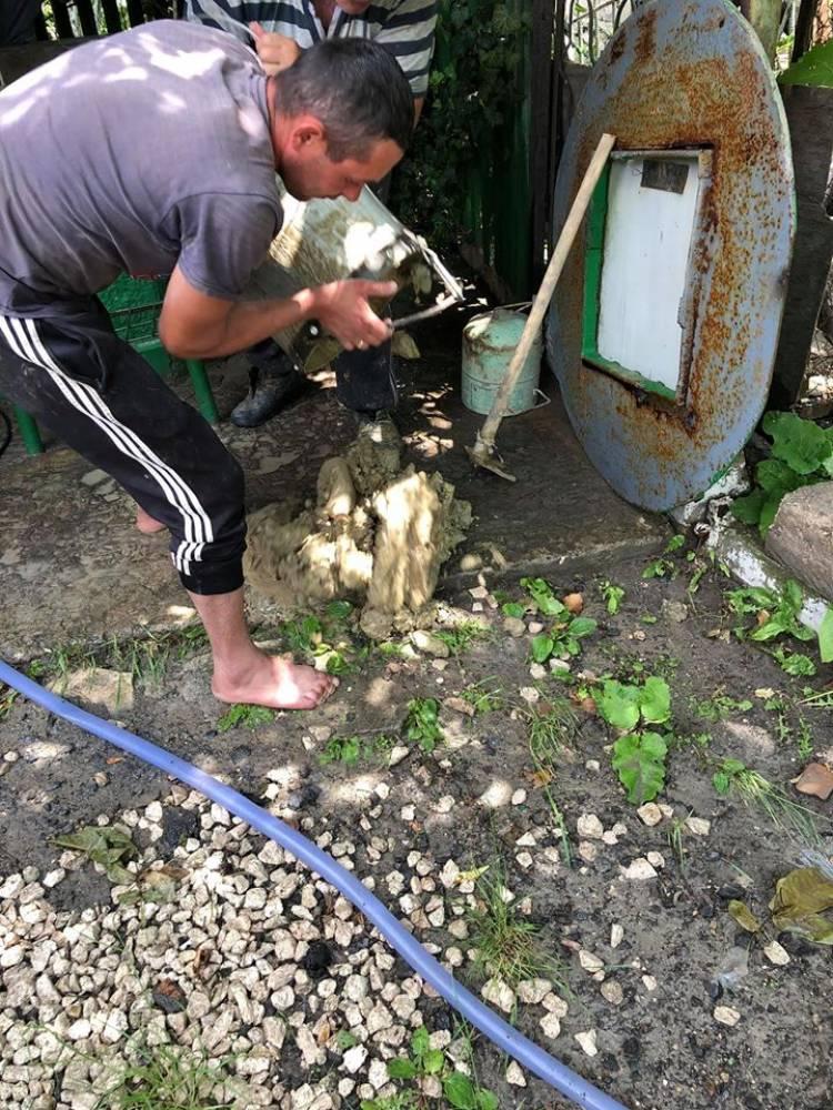 Primăria Stăuceni a organizat curăţirea fântânilor