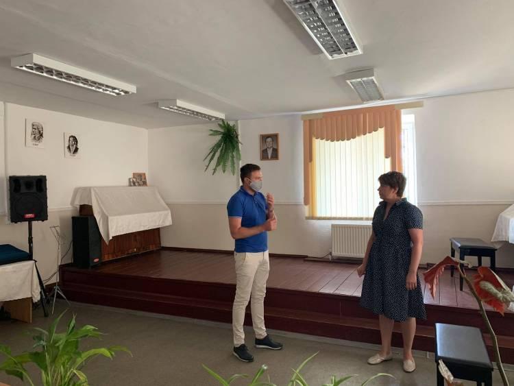 Vizită de lucru la instituțiile de învățământ din localitate
